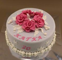Ružové ruže na torte