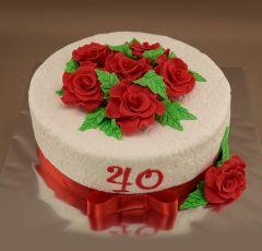 Narodeninová torta s červenými ružami